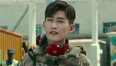 張翰 吳剛《戰狼2》過招