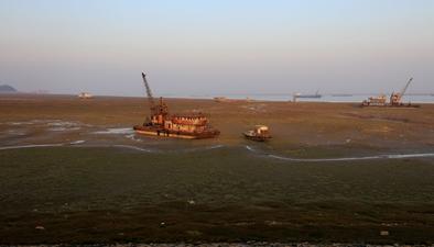 受持續高溫影響:鄱陽湖水體面積縮水六分之一