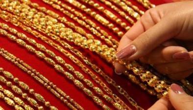 上海金店:顧客買金飾看款式不看價格