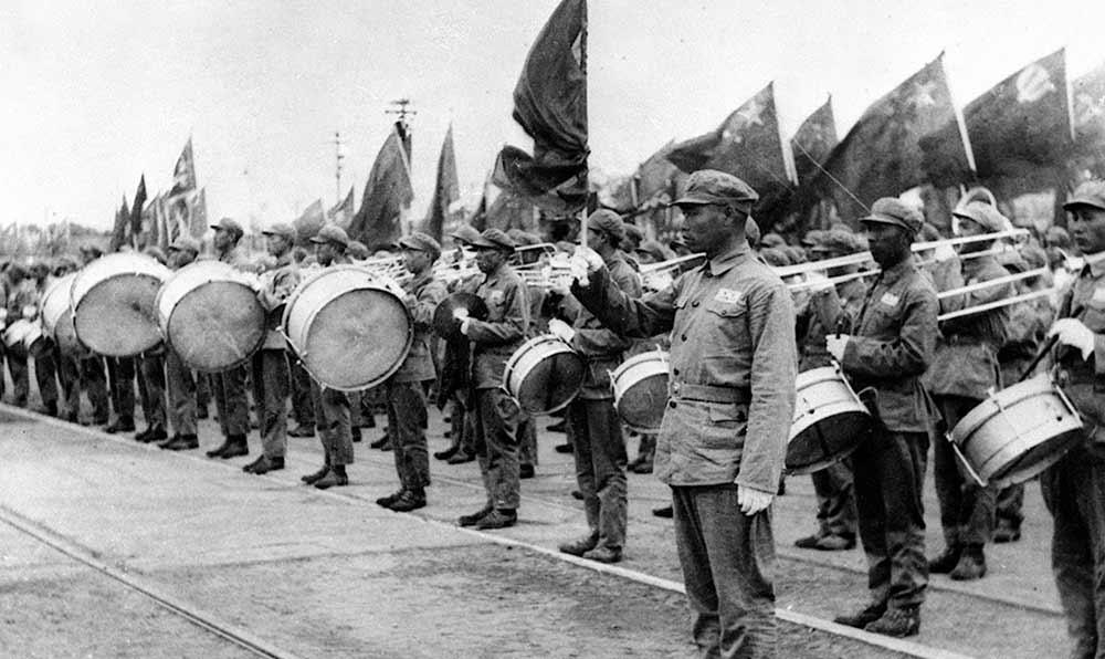 1949年10月1日,羅浪在共和國開國大典上指揮軍樂團奏國歌