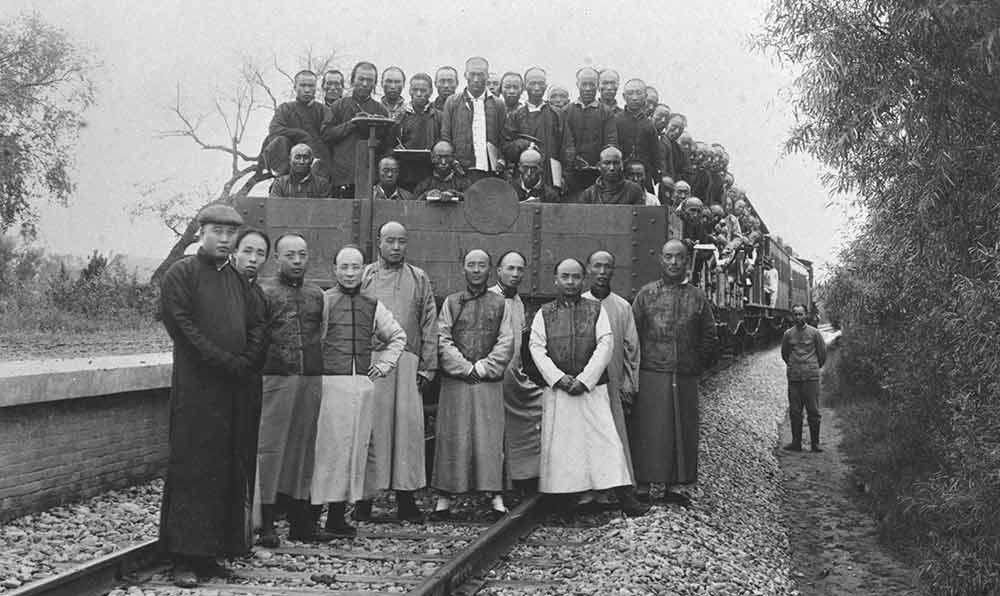 京張鐵路修成時,總工程師詹天佑和同事的合影