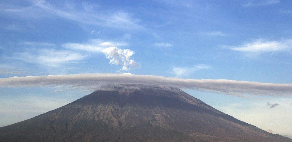 印尼:巴厘島阿貢火山即將噴發阿貢火山周邊地區遊客減少