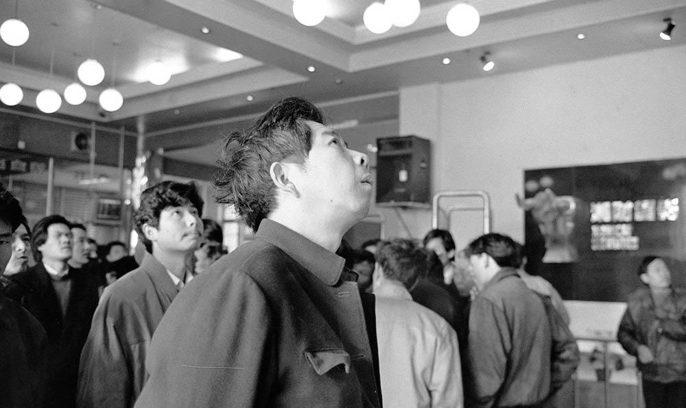湖南首家開通深圳證券交易所報盤專線的機構——湘財證券交易部1993年2月8日開始營業。