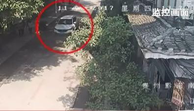 貴州從江:兩兒童橫穿馬路被撞飛 幸無大礙