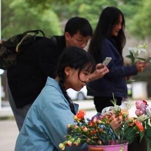 女大學生開無人花店五個月一枝花都沒丟