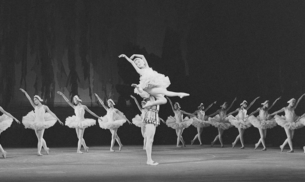 1958年6月 北京舞蹈學校演出芭蕾舞劇《天鵝湖》