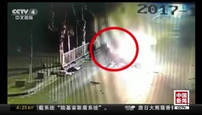 浙江:小客車撞樹起火 過路小夥4入火海救人