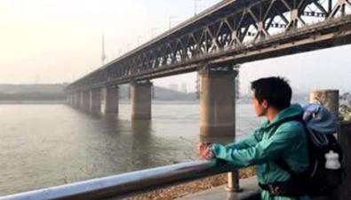 貴州小夥從天津跑回家 已跑2500多公裏