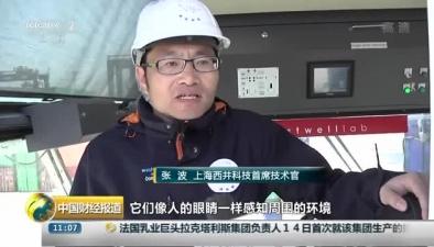 全球首臺自主駕駛無人集裝箱跨運車在上海問世