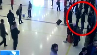 北京:插隊買票起爭執 竟查出在逃人員