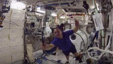 國際空間站舉辦首場太空羽毛球賽
