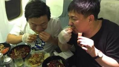 """海清 黃渤 年夜飯就是""""家的味道"""""""
