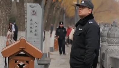 河南洛陽:多名遊客爬進龍門石窟拍照被勸阻 園區管理將加大巡查保護力度
