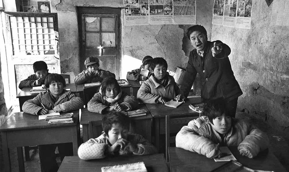 順平縣村裏小學正在上課的孩子