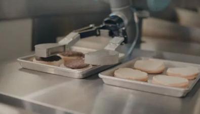 機器人做漢堡 每小時烤150個肉餅