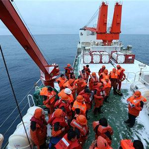 中國南極科考隊舉行應急消防棄船演練