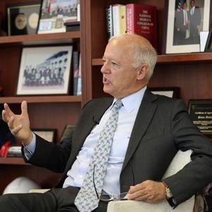 欧伦斯:美国应着眼寻求与中国合作 而非对抗