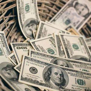 美报告称特朗普政府减税增支将令财政赤字突破万亿美元