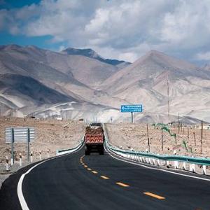 巴基斯坦總理稱讚中巴經濟走廊為巴經濟發展奠定堅實基礎
