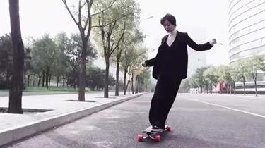 王珞丹分享女演員業余生活 自曝會滑滑板去逛菜市場