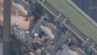 日本大阪:過山車緊急制動 遊客被困兩小時