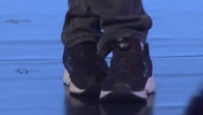樸素是種美 吳京一雙鞋子走天下