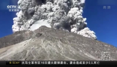 壯觀!印尼登山者遇火山噴發 拍下震撼瞬間