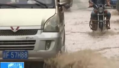 四川:多地遭遇暴雨和大風襲擊