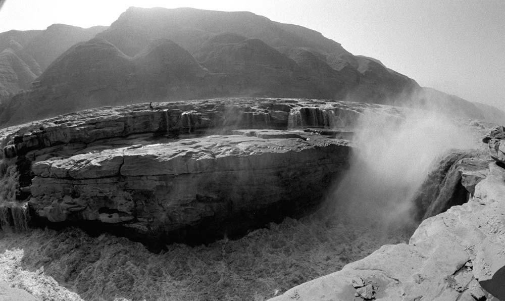 黃河壺口瀑布景色。