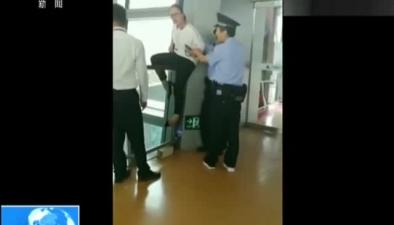 雲南昆明:失控的旅客兩乘客誤機大鬧機場