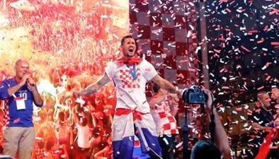 世界杯冠亞軍英雄般凱旋