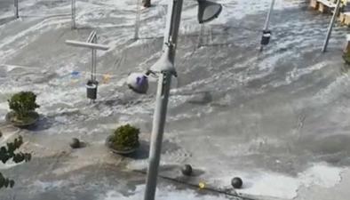 """西班牙:氣象海嘯突襲 """"吞沒""""海灘街道"""