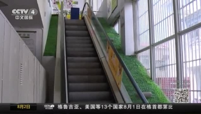"""安徽寧國:驚魂一刻 電梯臺階瞬間成""""絞肉機"""""""