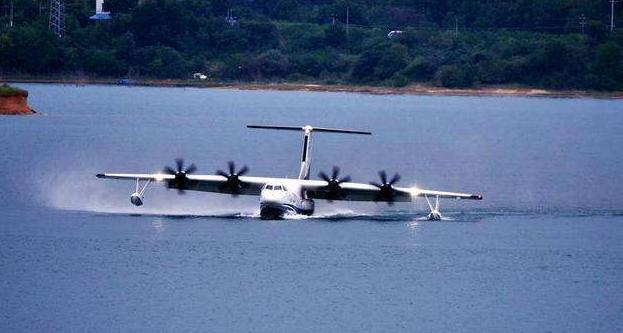 國産大型水陸兩棲飛機AG600完成首次水上高速滑行
