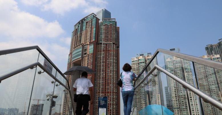 """香港西九龍站成遊客""""打卡""""新地標"""