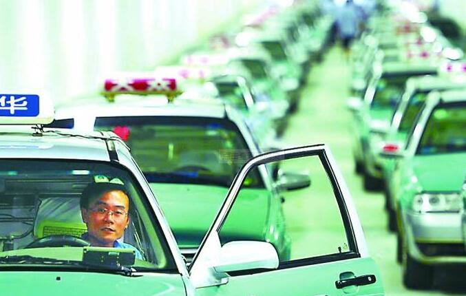 出租車中途發生交通事故,乘客還需要付費嗎?