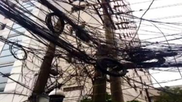 這些讓人抓狂的電線已被梳理好