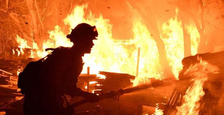 加州山火蔓延:眾多好萊塢明星豪宅被燒