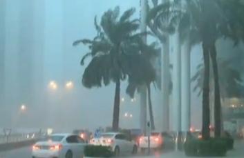 卡塔爾遭暴雨襲擊 出行受阻
