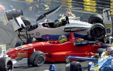 澳門:F3決賽嚴重撞車 5人受傷