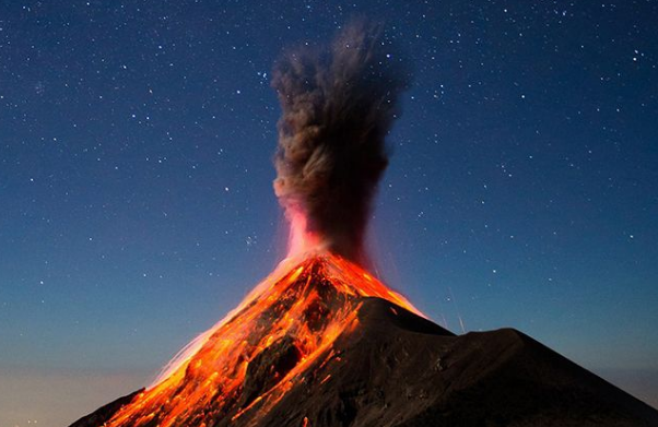 """富埃戈火山再次噴發:危地馬拉政府啟動""""紅色預警"""" 4000人撤離"""