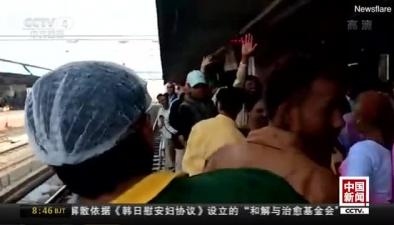 印度1歲女嬰落軌 火車呼嘯而過