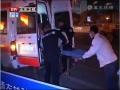 南京:主人街頭暈倒 小狗不離不棄