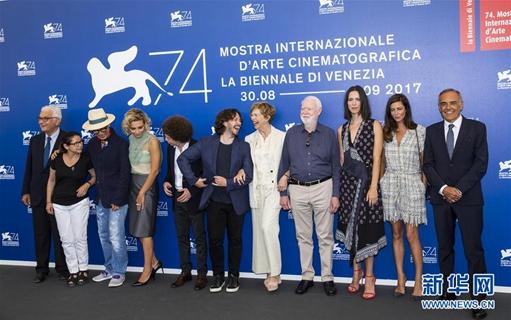 第74届威尼斯电影节评委集体亮相