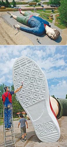 德国建雕塑格列佛巨型打造真人版小人国(图)街美女牛仔裤拍热图片
