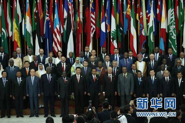 這是中國國家主席習近平同與會領導人集體合影。新華社記者 馬佔成 攝