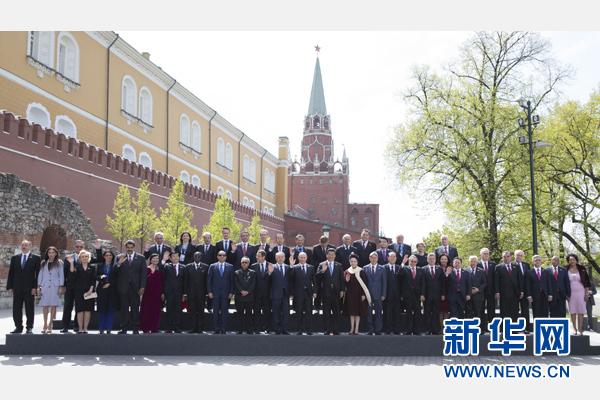 慶典結束後,各代表團團長夫婦集體合影。新華社記者 黃敬文 攝