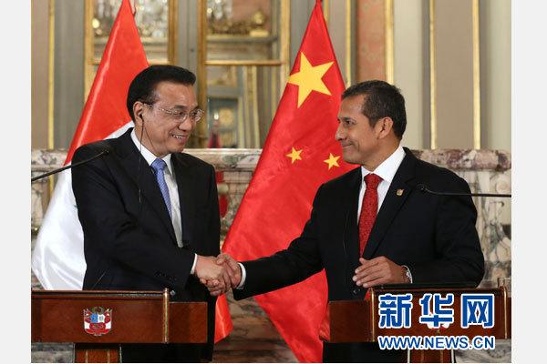 當地時間5月22日下午,中國國務院總理李克強在利馬同秘魯總統烏馬拉舉行會談後共同會見記者。 新華社記者 龐興雷 攝