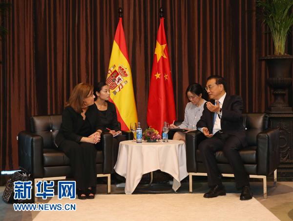 當地時間5月27日下午,國務院總理李克強在西班牙馬略卡同西班牙副首相德聖瑪麗亞舉行會見。 新華社記者劉衛兵攝