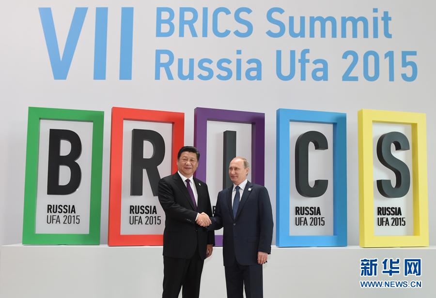 7月9日,金磚國家領導人第七次會晤在俄羅斯烏法舉行。中國國家主席習近平、俄羅斯總統普京、巴西總統羅塞夫、印度總理莫迪、南非總統祖馬出席會晤。這是俄羅斯總統普京迎接習近平主席。新華社記者謝環馳攝